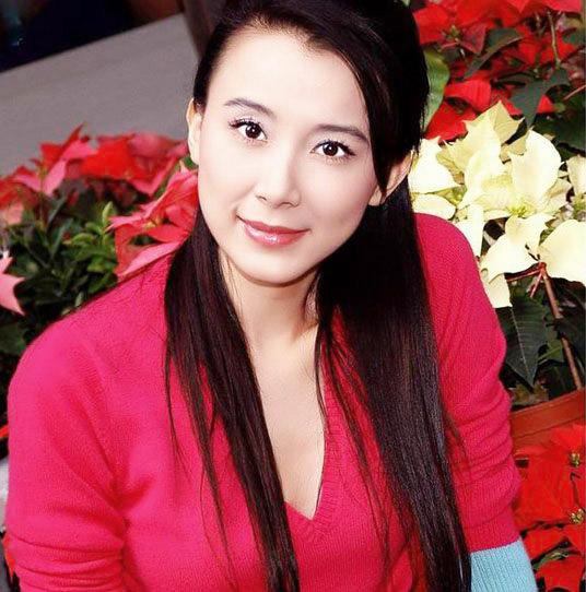 萧蔷,本名萧秀霞(1968年8月13日-),台湾知名模特儿、女演员。籍贯台北市,于台北县永和市长大。1989年开始从事平面模特儿工作,亦开始拍摄戏剧。后因接拍依蕾丝裤袜广告一炮而红,逐步跨足戏剧、电影、广告、歌唱、写作等多元领域。由于萧蔷曾获有关美丽的奖项无数,于1990年代末期、 2000年代初期当红时,被媒体封为台湾第一美女。近期则将演艺事业重心放在中国大陆。 2010.
